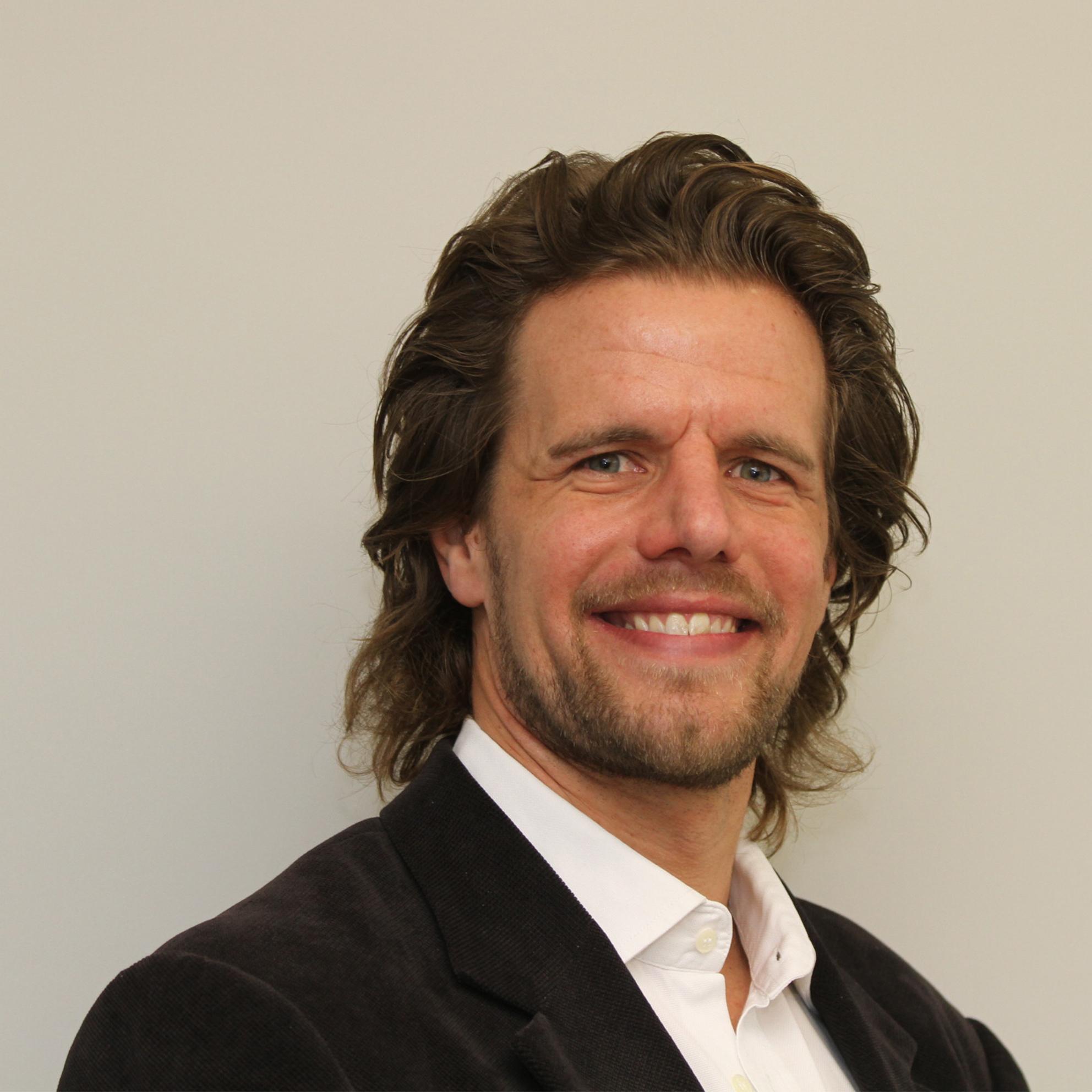 Prof. Dr. Dennis Herhausen
