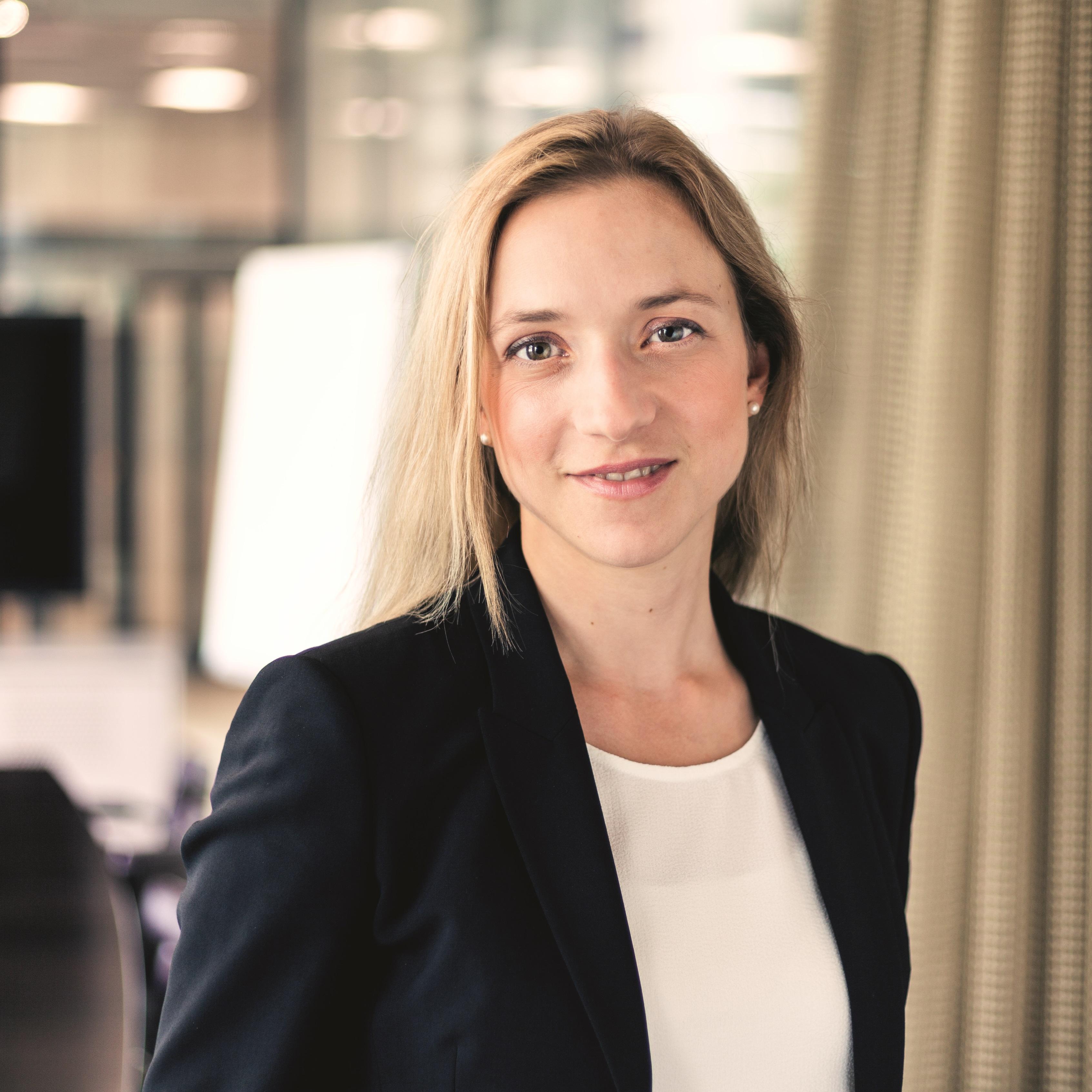 Dr. Alexandra Collm